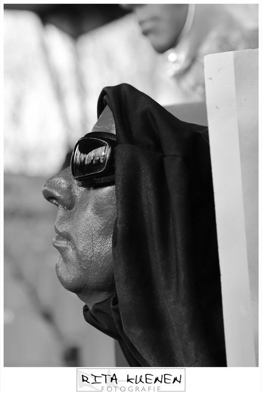 """RED face in blackandwhite  - Deze foto heb ik genomen van mijn dochter tijdens her st-ART festival in """"de Doolhof"""" te Tegelen (Limburg) <br /> <br />"""