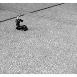Alleen op het plein