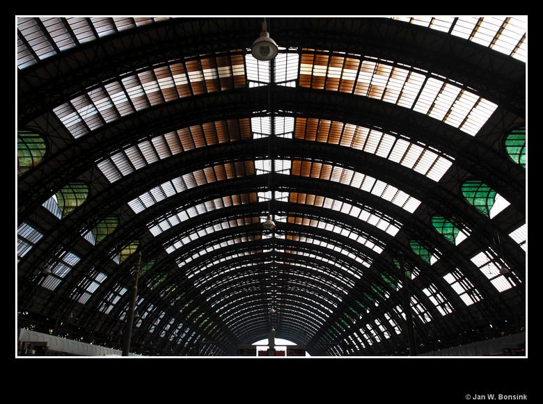 Milaan 16 - De overkapping van Stazione Centrale.<br /> <br /> Iedereen weer bedankt voor het kijken.