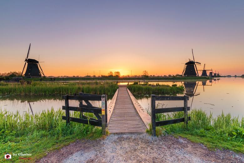 "Vroege morgen - <span style=""font-weight:bold;"">Vroege morgen.</span><br /> De vroege morgen in Unesco Werelderfgoed Kinderdijk (Zuid-Holland, Nederl"