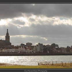 Nijmegen en Waal vanaf Waalstrand thv Lent