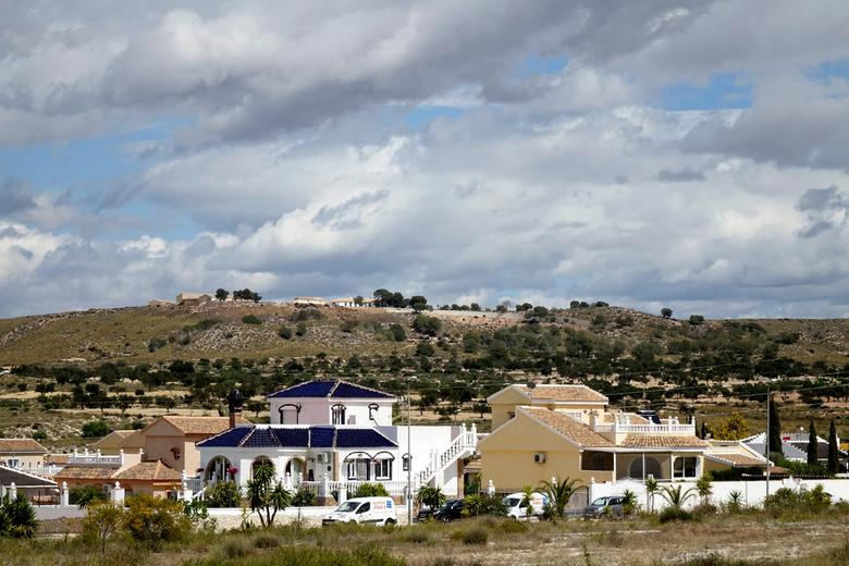 Urbanisatie 10 - Sommige huizen zijn groot en luxe, andere zijn betrekkelijk klein en dat staat over het algemeen door elkaar. Deze twee mogen er echt
