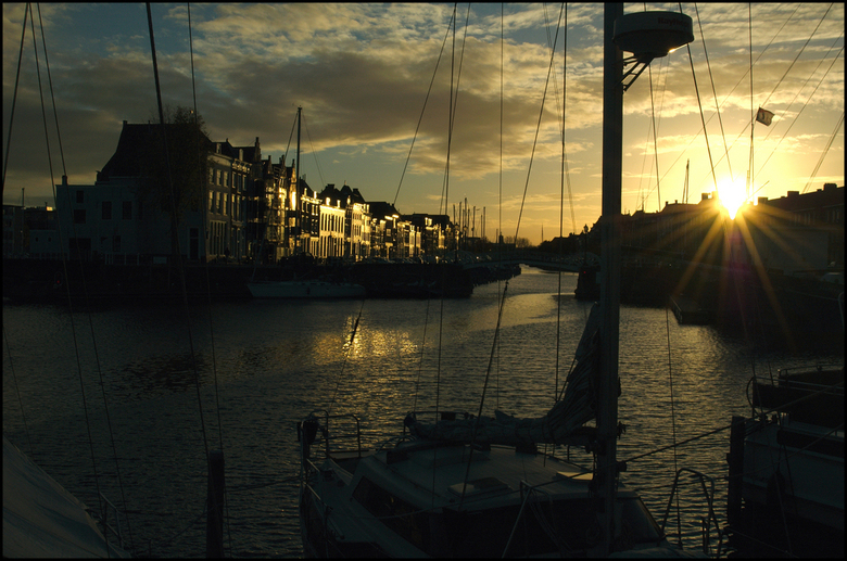 In het laatste licht. - Jachthaven Middelburg in het laatste zonlicht