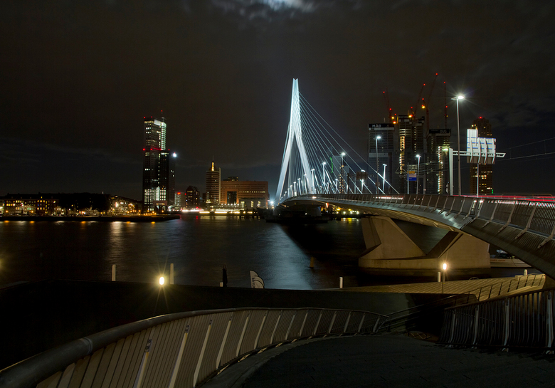 Rotterdam 1  - Gisteravond een heerlijke avond in Rotterdam gehad, goed georganiseerd door Hans. Het enige dat jammer was is de wolk die ook hier in d