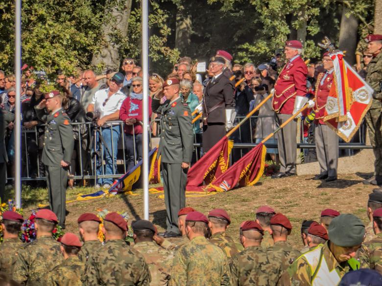 Market Garden.6   Herdenking Airborne - Ede - Onder het toeziend oog van prins Charles uit Engeland en Koning Willem Alexander; Koningin Maxima en 10.