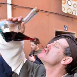 Een straaltje wijn......?