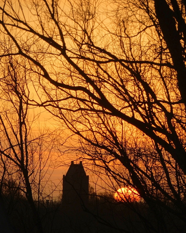 Zonsopkomst - Vanmorgen om 8.47,30 u. Wat was de lucht mooi en de zon kwam net boven de horizon, naast het kerkje van Goutum. <br /> <br /> En dat o