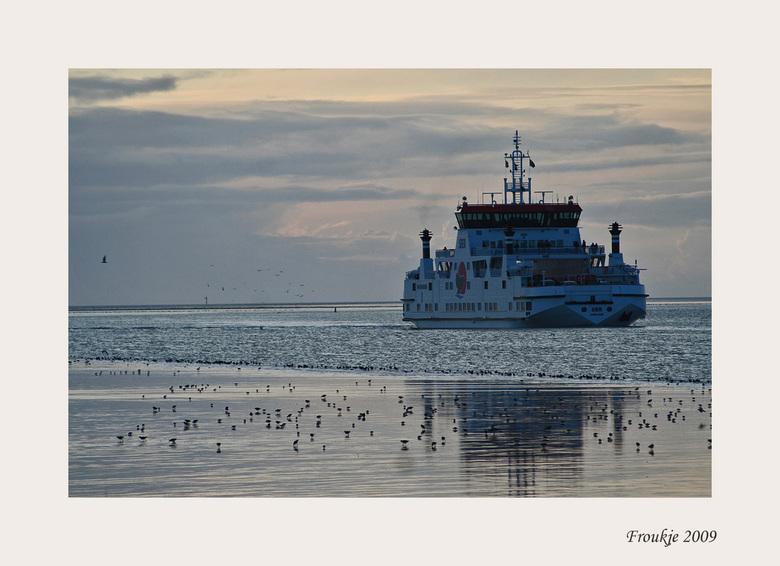 Sier - Vanmiddag naar Holwerd geweest waar net de veerboot Sier aan kwam.<br /> Bedankt voor de leuke reacties op mijn vorige foto .<br /> Groetjes