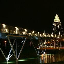 Fietsbrug Drachen bij nacht