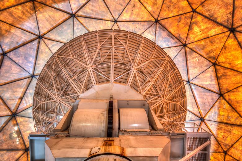 Satelliet Koepel - Een verlaten satelliet communicatie systeem van de NAVO, gebouwd in 1960. Heeft meer dan 40 jaar dienst gedraaid en wacht nu op ver
