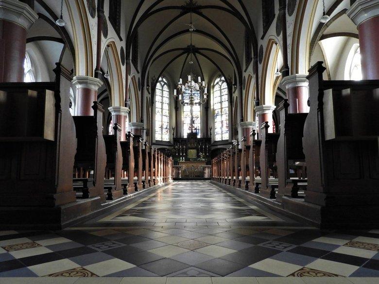 Kerkje in Vilsteren - Kerkje in Vilsteren.  Symmetrie