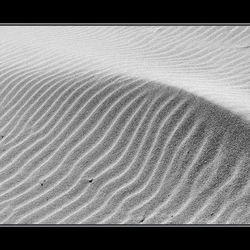 de wind speelt met zand 2