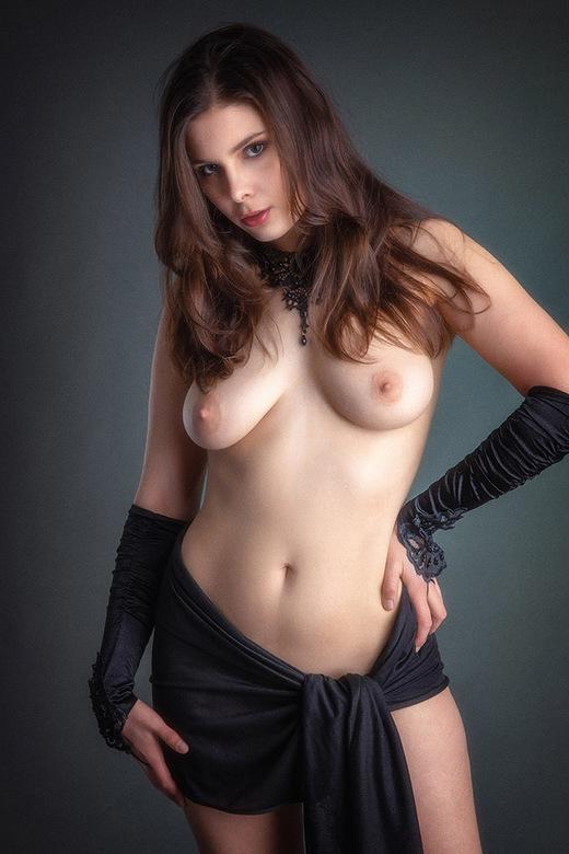 black - model Lois Yuri
