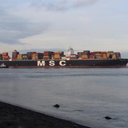 Containerschip 3....