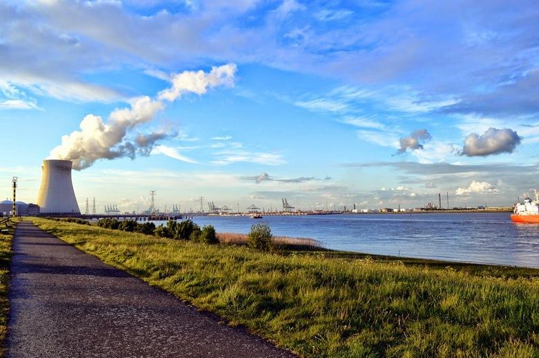 Spookstad Doel (Beveren) - Het verlaten dorpje Doel, dat plaats moet maken voor de uitbreiding van het havengebied van Antwerpen.