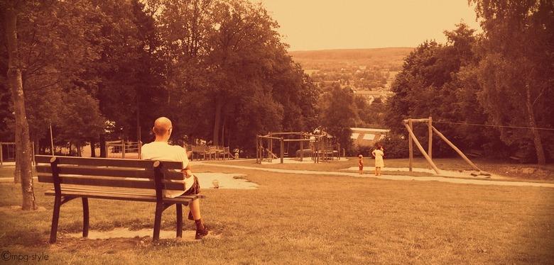 Looking out for them (ippawards schoolopdracht fotografie: 'People' - Misschien kennen jullie www.ippawards.com wel, waar je je eigen foto's kan