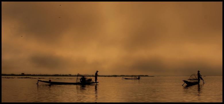 Avond - Vissers op het Inle Lake, Birma