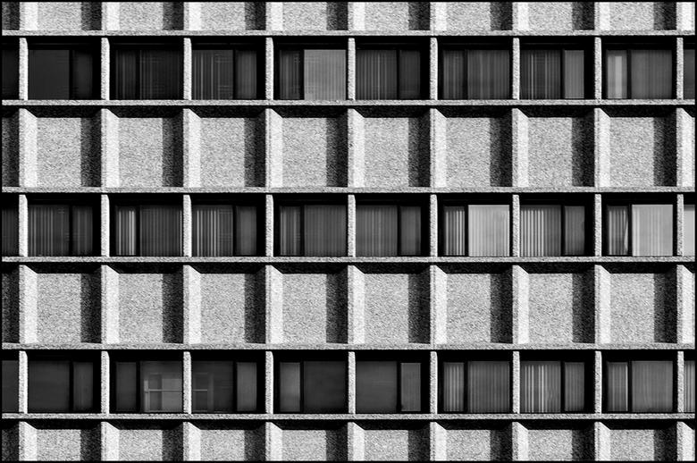 ddw 80 - Het is natuurlijk niet alleen maar kommer en kwel voior wat betreft de gebouwen aan de Strijp in Eindhoven. Heel wat oude gebouwen hebben er