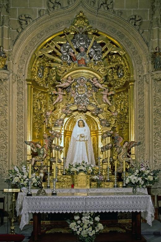 Spanje 116 - Eén van de zijkapelletjes in de kathedraal van Salamanca.