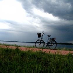 fiets op dijk