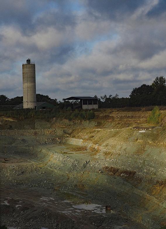 2019-10-16 Steengroeve Winterswijk 178 - Deze groeve is volop in gebruik door afgravingen enz. Maar in het voorjaar word de fabriek stilgelegd en is h