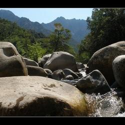 Veel steen weinig water