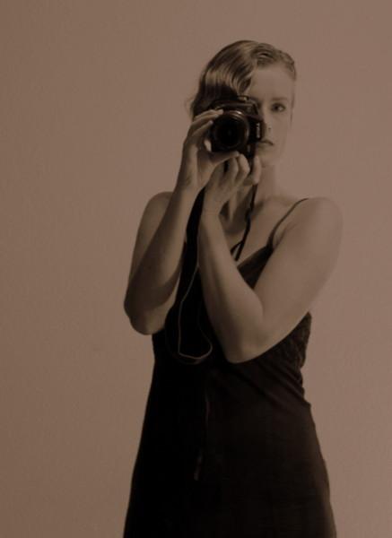 Jaren 30 met modern tintje... - Uit dezelfde poging tot zelfportret als mijn profielfoto. Via de spiegel genomen. Ik heb het eerst geprobeerd via sche
