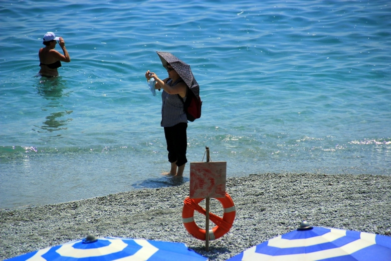 Bijzondere ontmoeting - Een ogenschijnlijk toevallige ontmoeting op het strand van Monterosso (Italië).