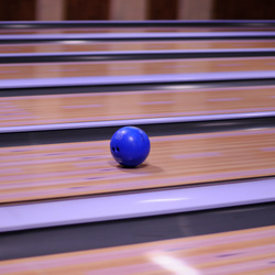 Bowlingbal in actie