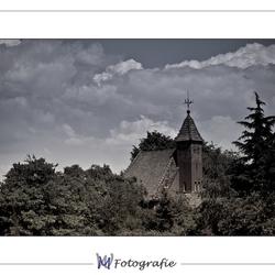Kerkje uit het bos