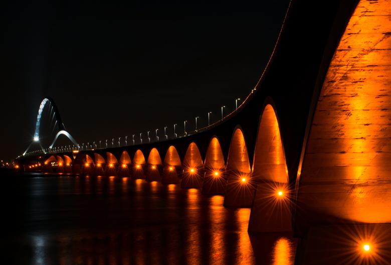 De nieuwe brug - Voor deze foto stond ik 3 uur (!) buiten! Wat was het koud toen ik deze foto maakte, want het was -5 met een sterke wind. Het water s