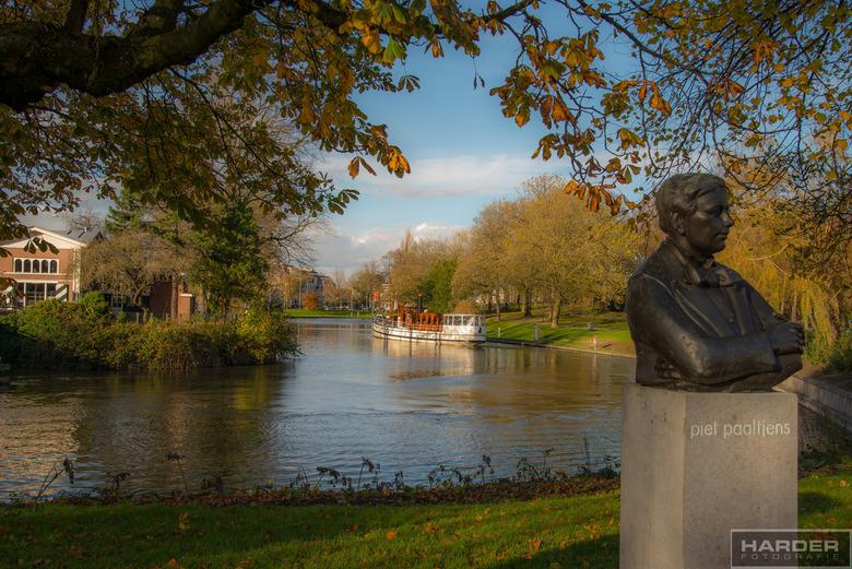 Piet Paaltjens  - We vervolgen de tocht door Leeuwarden, aan de andere kant van de Vrouwenpoortsburg kwam ik het standbeeld van Piet Paaltjens tegen.