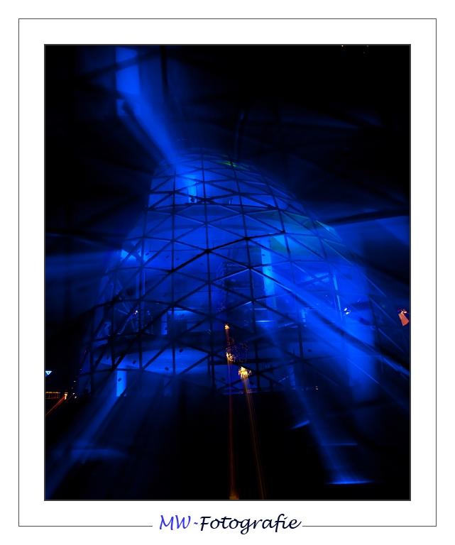 Glow 2009 - Foto gemaakt tijdens het glow festival 2009 te Eindhoven. Heb bij deze tijdens de sluitertijd in en uit gezoomd en daardoor dit effect gek