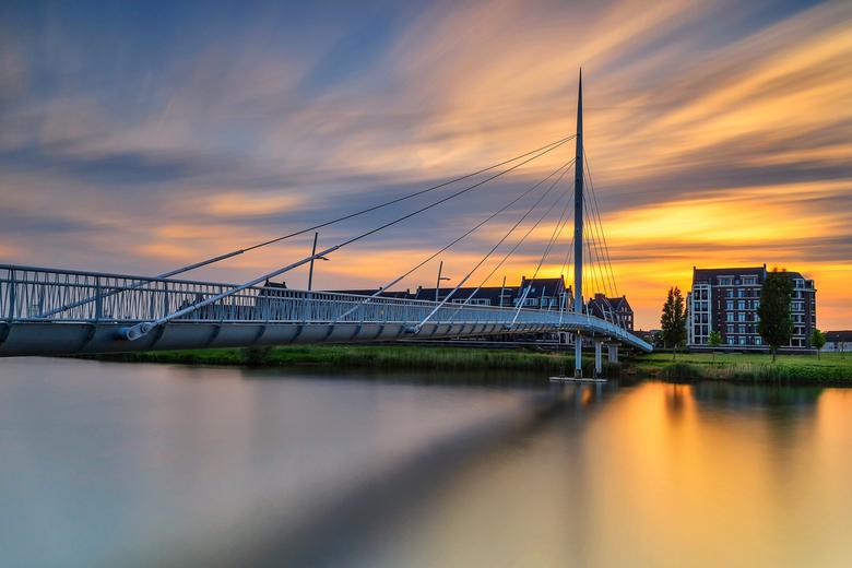 Follow the Light - Nog eentje van de prachtige en kleurrijke zonsondergang na een warme zaterdag!