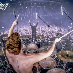 De drummer heeft de beste plek