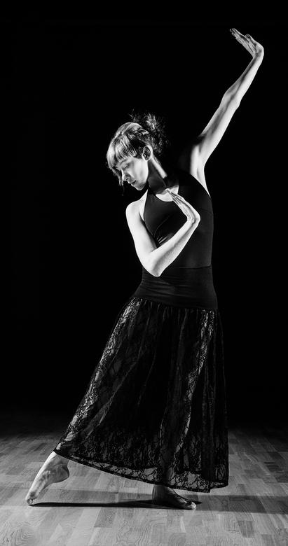Kathy - Kathy nagels modern dance shoot<br /> Muah : Lenny van Eccelpoel<br />