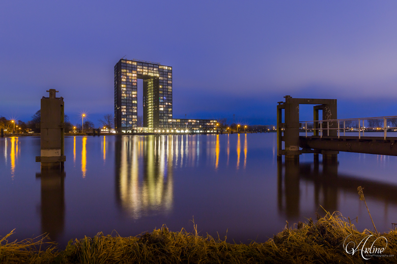 De Tasmantoren in de stad Groningen - De Tasmantoren is een appartementencomplex in de wijk Oosterhoogebrug van de stad Groningen. Het is vernoemd naa