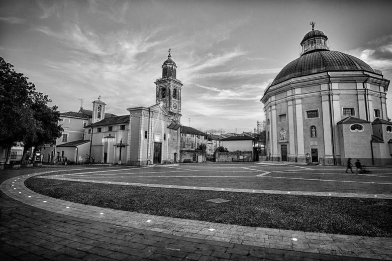 Loano Italie - Dorpsplein Loano Italie