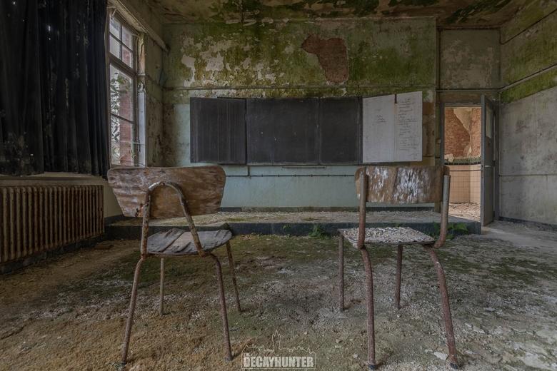 The Green School - Een verlaten schooltje in België. <br /> De planten waren de laatste overgebleven studenten.