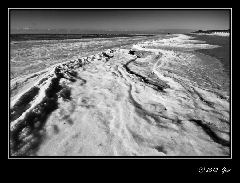 Rondje Kerf 4 - Het meest bijzondere tijdens ons rondje Kerf was het ijs op het strand. Langs de vloedlijn lagen ijsplakken en ijsbrokken die hier en