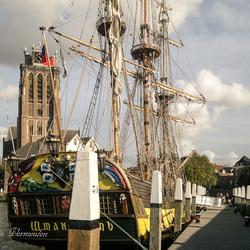 Uitzicht op de grote kerk in Dordrecht