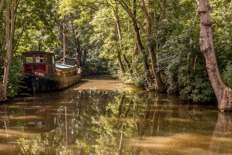 Oud schip bij Pieterburen -