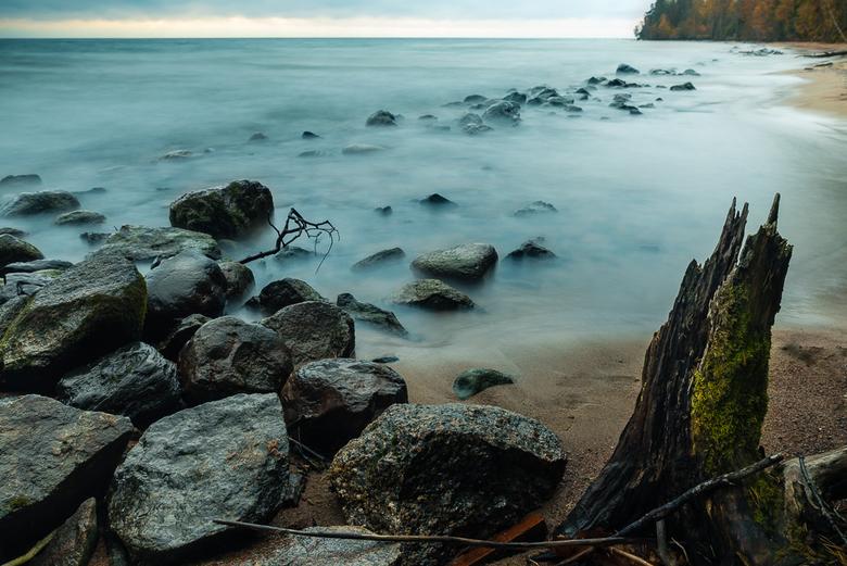 Dreamy Lake Sweden - Deze foto van het Vättern meer in Zweden heb ik gemaakt met een variabel ND filter om zo een extra lange sluitertijd te krijgen.