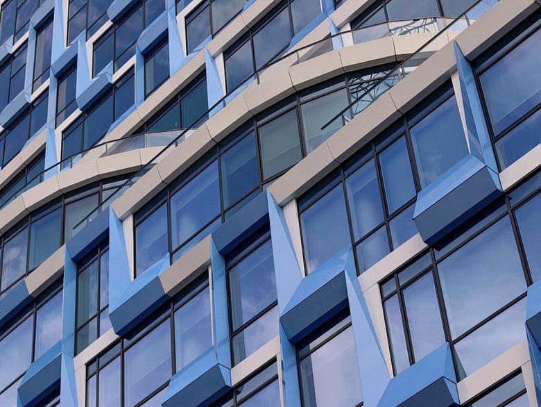 Zuidas Amsterdam. - Een dagje met Henk Siteur architectuur fotografie gedaan.<br /> Sinds de zomer 2016 is er een hypermodern advocatenkantoor NautaD