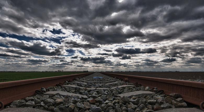 Dood spoor - HDR foto gemaakt ergens bovenin Groningen van een ongebruikte spoorlijn...