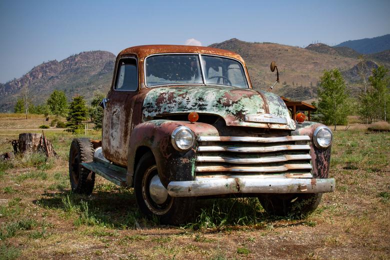 1951 3/4 truck Chevy - Deze 3/4 truck van Chevrolet uit 1951 kwamen we tegen langs de kant van de weg in Canada in augustus 2018.