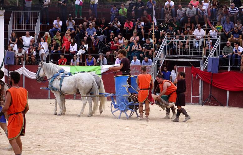 Afgevoerd 2 - niet op de paarden maar in het karretje, met de benen buitenboord werd het lichaam afgevoerd. gr. Nel