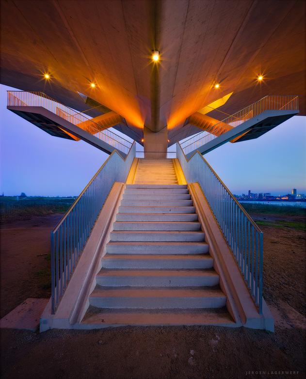 Stairs - De trap onder de Oversteek naar het stadseiland Veur Lent, Nijmegen.<br /> <br /> Exposure blending, vertorama.<br /> <br /> Exif: 21mm,