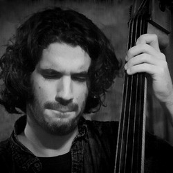 Jazzbassist in trance