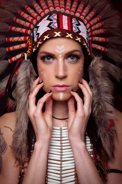 Native American - Altijd al eens een indianenvrouw op de foto willen zitten. Goed gelukt? Wat denken jullie?